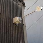 外部照明と監視カメラ